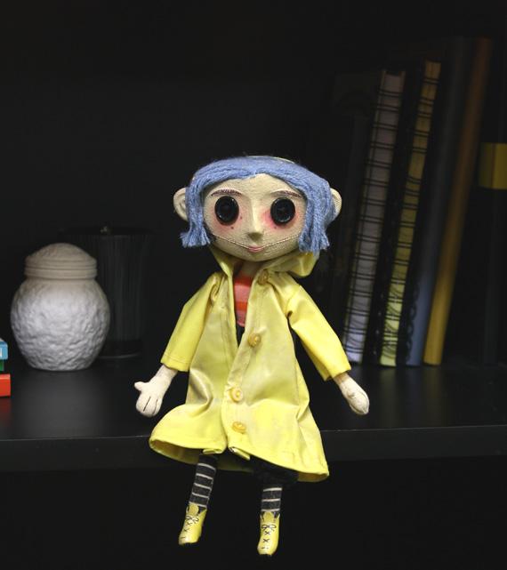 570w 49501_Coraline_Replica_Doll_(2)